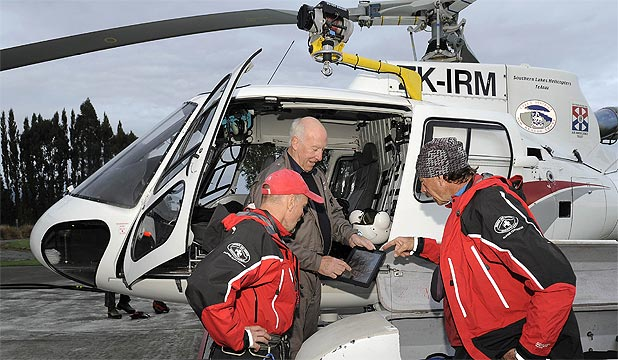 RESCUE: Lloyd Matheson briefs members of the Queenstown Alpine Cliff Rescue team, Derek Chinn (L) and Chris Prudden.