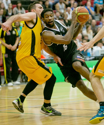 COMING THROUGH: Pistons import Akeem Wright slices between two Taranaki defenders to score two of his 18 points against the Airs in Hamilton.