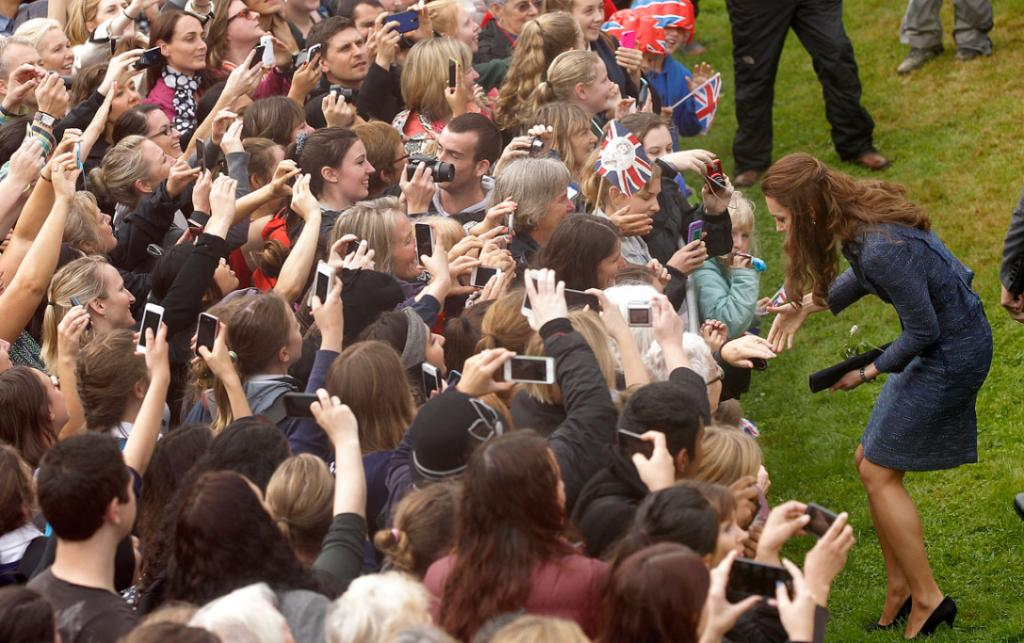 Like a rock concert mosh pit, it was a push to the front for a chance to see Kate in Wellington's Civic Square.