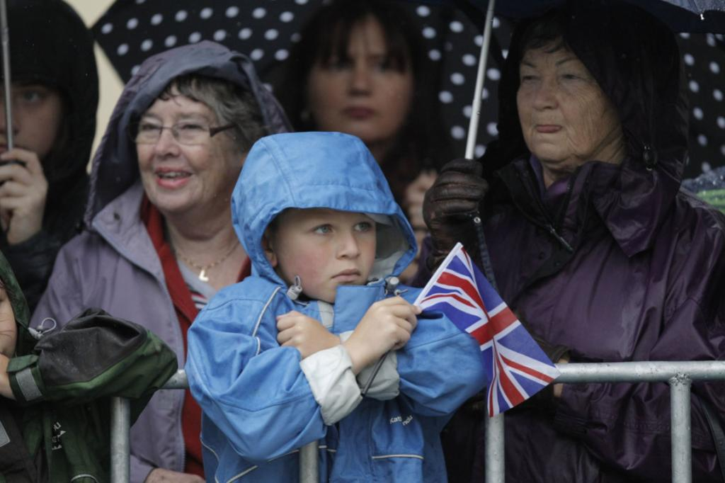 In Wellington's Civic Square royals fans of all ages gathered early today in the wet for their chance to meet the Duke and Duchess.