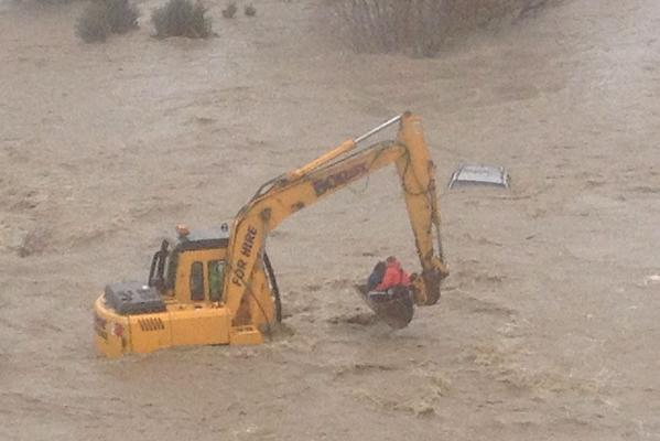 Storm - Oamaru submerged car rescue