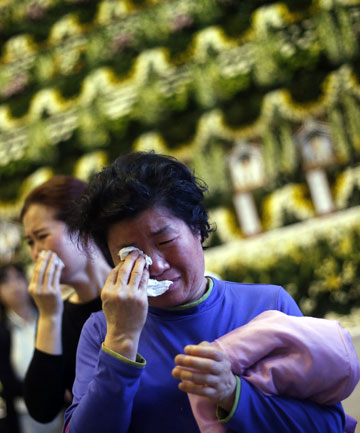 Temporary memorial for victims of capsized South Korean passenger ship