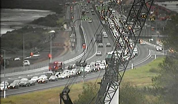BLOCKED: A serious crash has caused serious delays to city-bound traffic on Auckland's Northwestern motorway this morning.