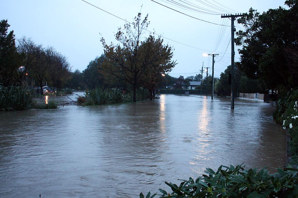 AWASH: Clarendon Tce flooded again by the Heathcote River at 7am.