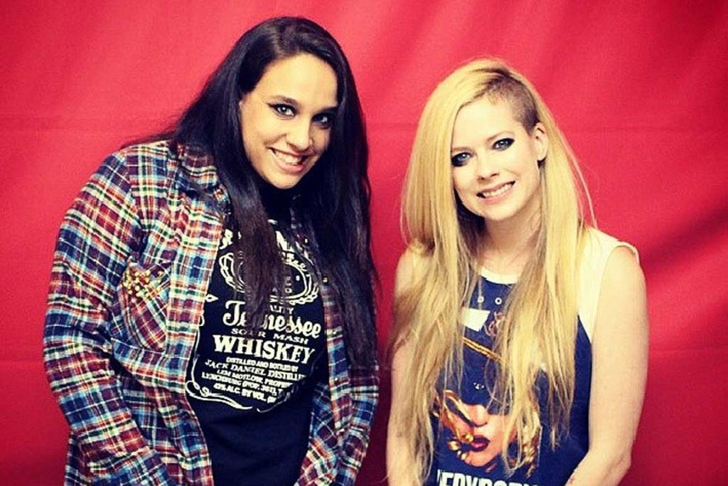 """Fans paid $400 for a photo with """"Awkward Avril"""""""