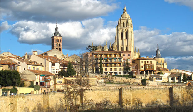 SEGOVIA: View of the city surrounded by its medieval defensive wall.