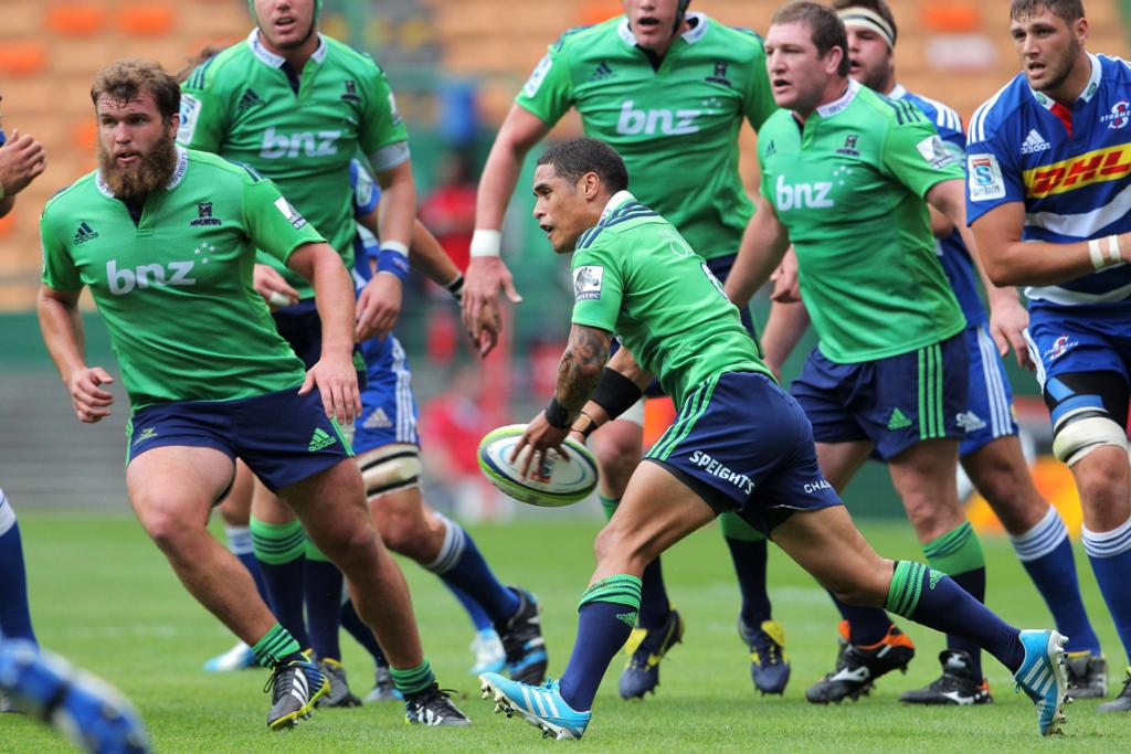 Aaron Smith of the Highlanders in action.