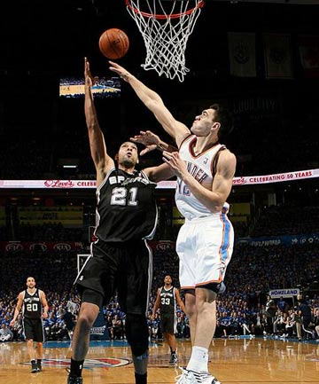 Steven Adams tries to make a block against 14-time All Star Tim Duncan.
