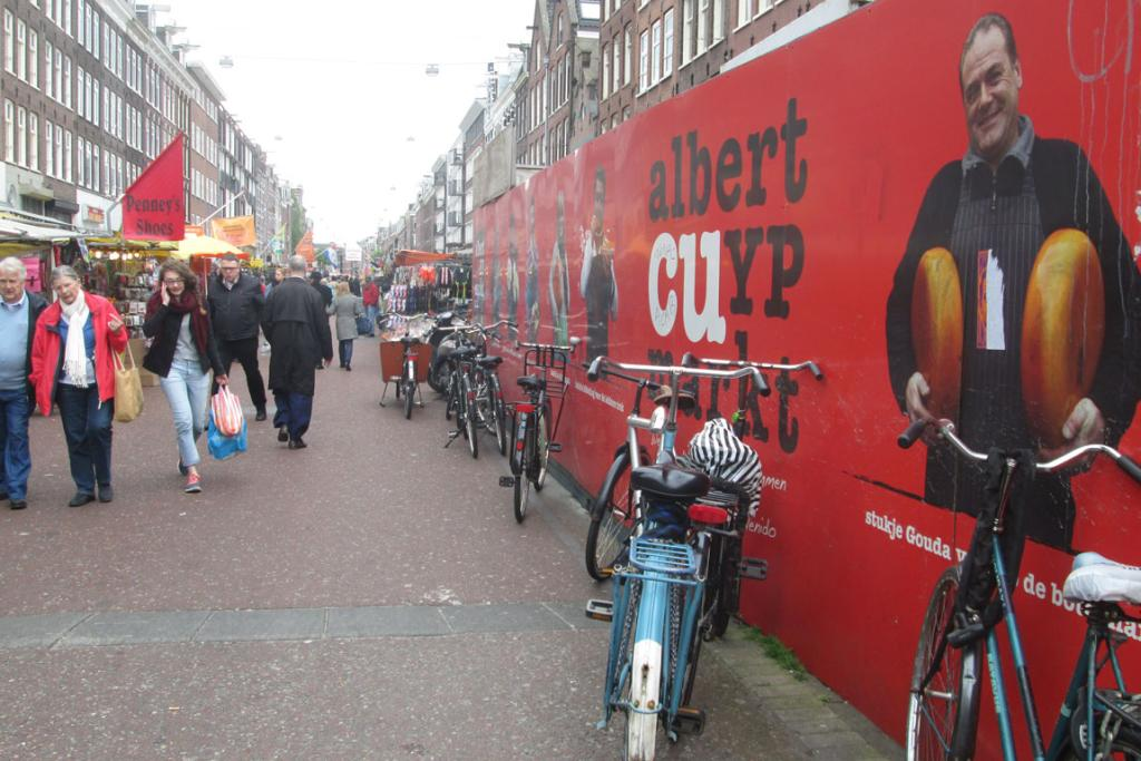 The Albert Cuyp Market is the largest street market in the Netherlands.