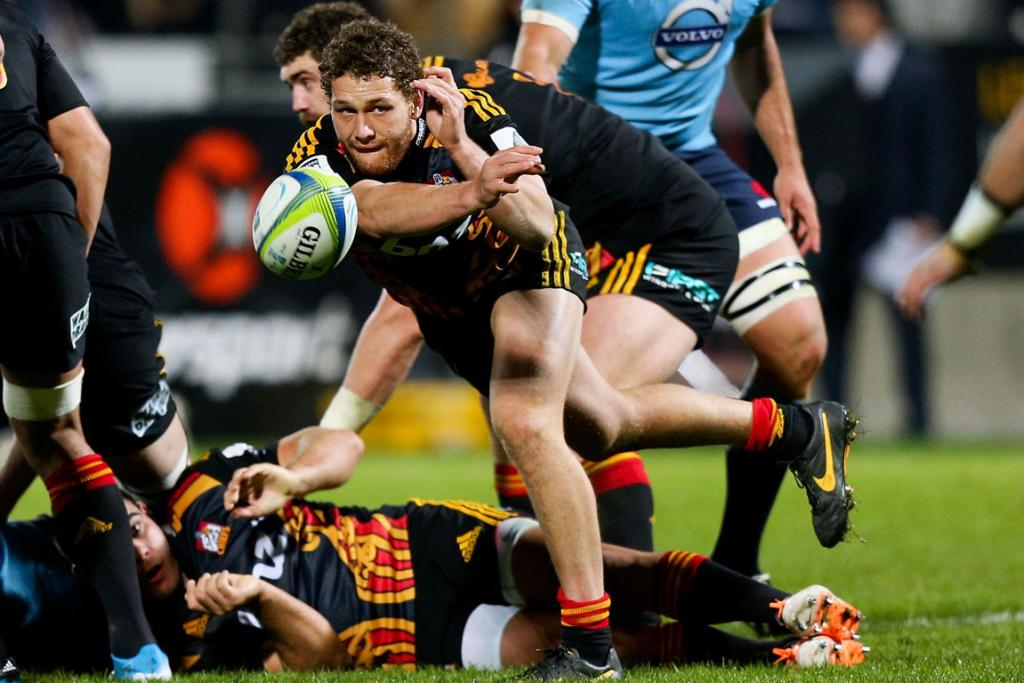 Tawera Kerr-Barlow flicks a pass out during the Chiefs' clash with the Waratahs.