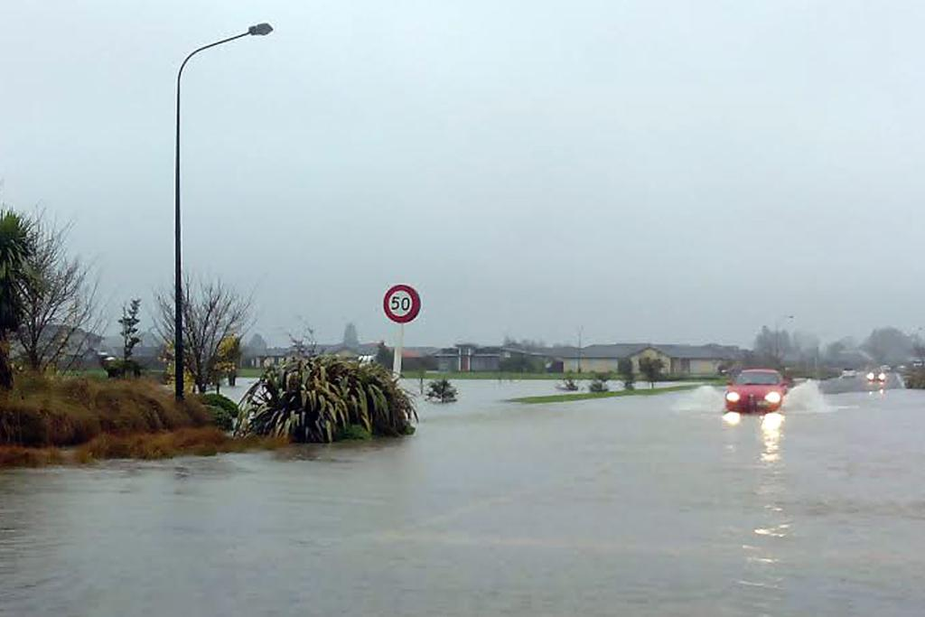 DIFFICULT CONDITIONS: Cars battle flooded Rangiora roads.