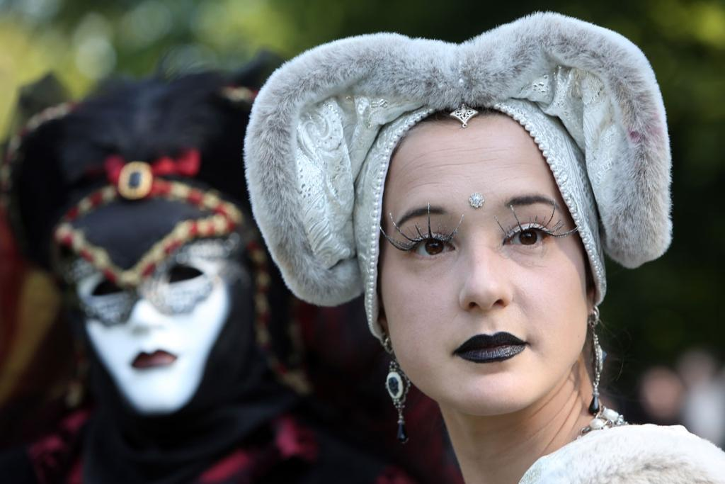 Punk remains a strong influence in today's Goth style as witnessed in Leipzig, but newer trends, with names like Cybergoth and Steampunk, have emerged that blend bold colors, Victorian fashion elegance and 19th and 20th century factory accessories into a look reminiscent of a mutated Venetian carnival.