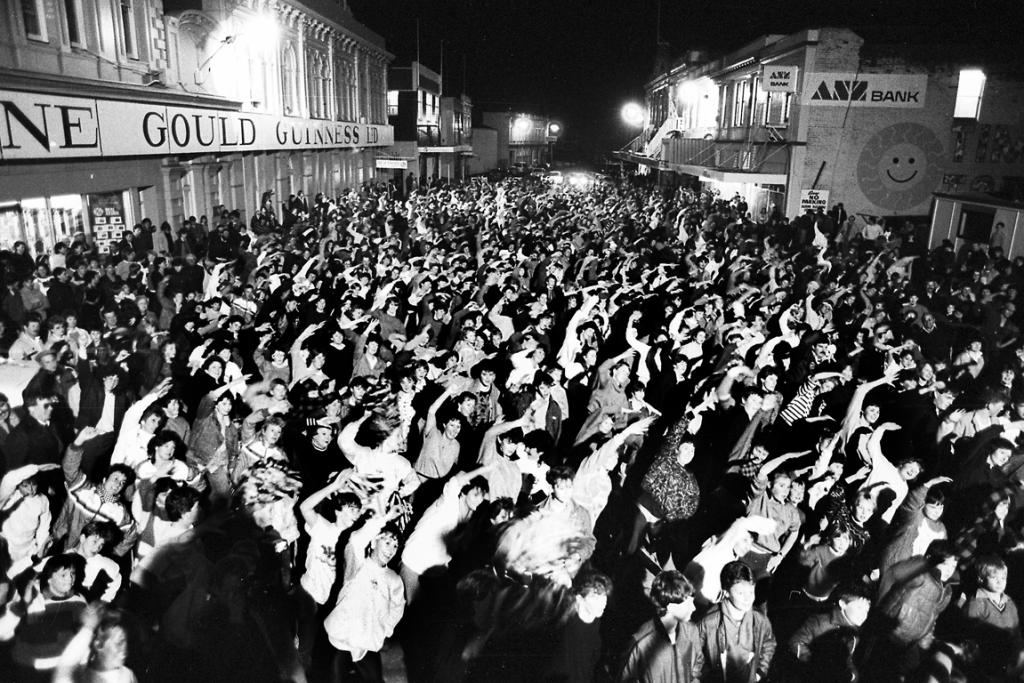 1987: Timaru people filled Strathallan St in a world record attempt for the largest street jazz-aerobics class.