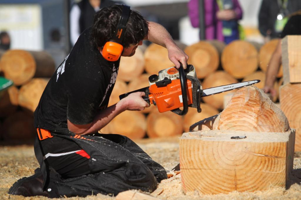 Peter Hardie working on his wood scultpture at the chainsaw carving competition at 2014 National Fieldays.