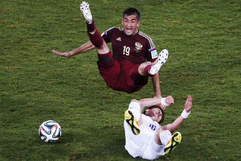 South Korea's Ki Sung-yueng (bottom) fouls Russia's Alexander Samedov during their Group H 1-1 draw at the World Cup.