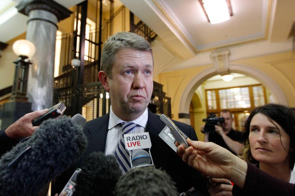On August 22, 2013, Cunliffe said he was considering his options after David Shearer resigned as Labour's leader.