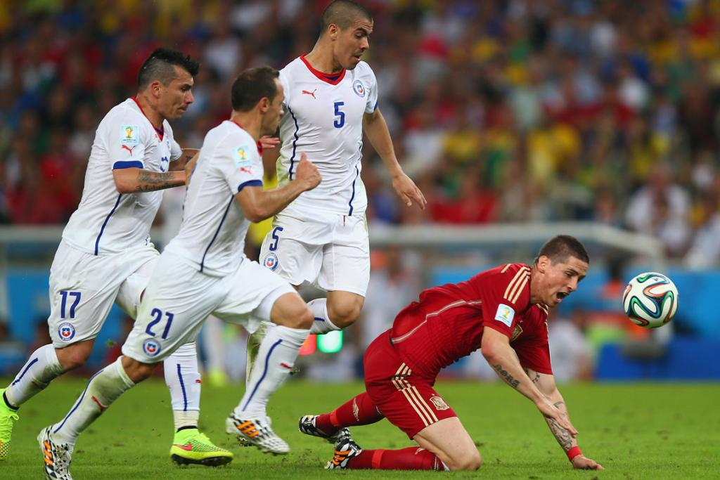 Fernando Torres of Spain competes for the ball with Gary Medel (left), Marcelo Diaz (second left) and Francisco Silva of Chile (second right).