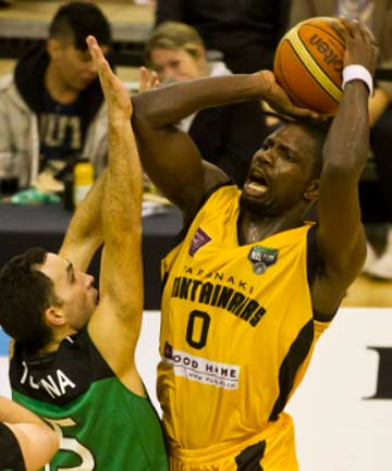 TOUGH SHOT: Taranaki's Suleiman Braimoh looks to have been fouled by Manawatu's Matt Te Huna as he goes up for a shot during their NBL clash in Palmerston North. The Manawatu Jets won 86-70.