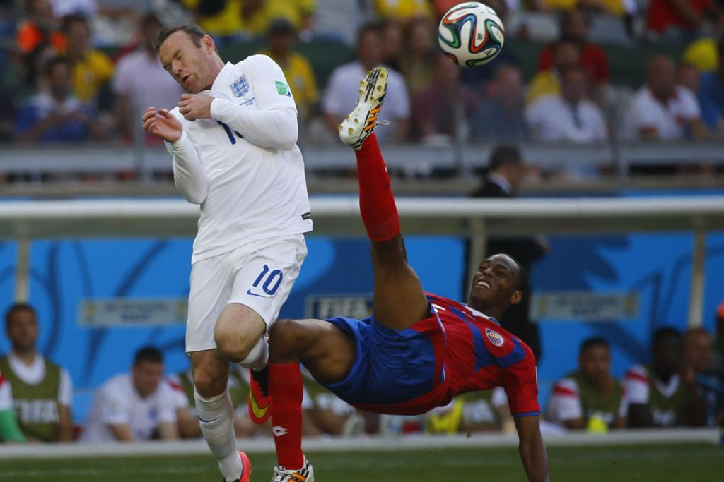England's Wayne Rooney (left) fights for the ball with Costa Rica's Junior Diaz during their Group D football match at the Mineirao stadium in Belo Horizonte.