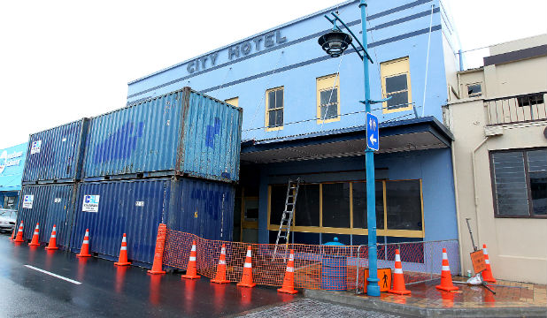 The City Hotel in High Street gets ready for demolition.