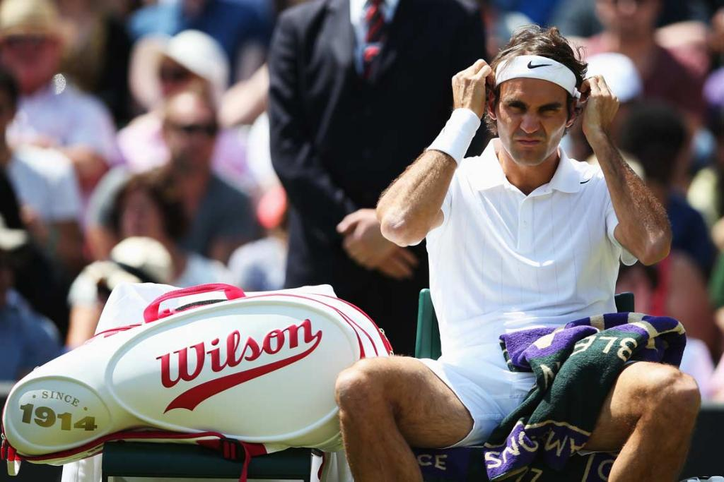 Roger Federer needed just 94 minutes to finish off Tommy Robredo to reach the quarterfinals.