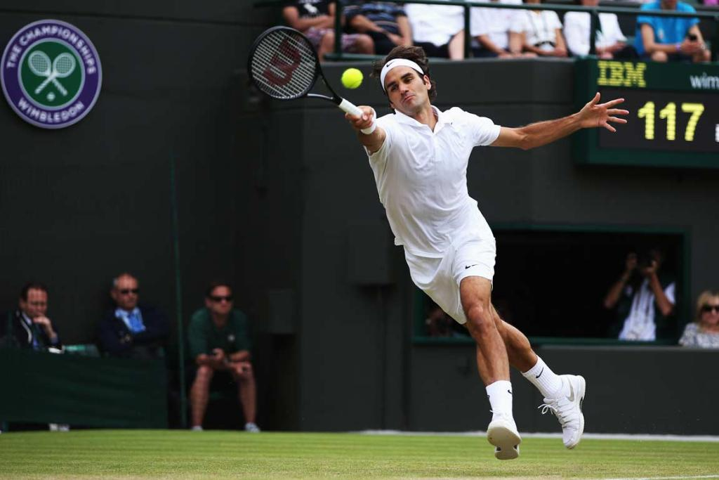 Roger Federer stretches for a forehand during his domination of Tommy Robredo.