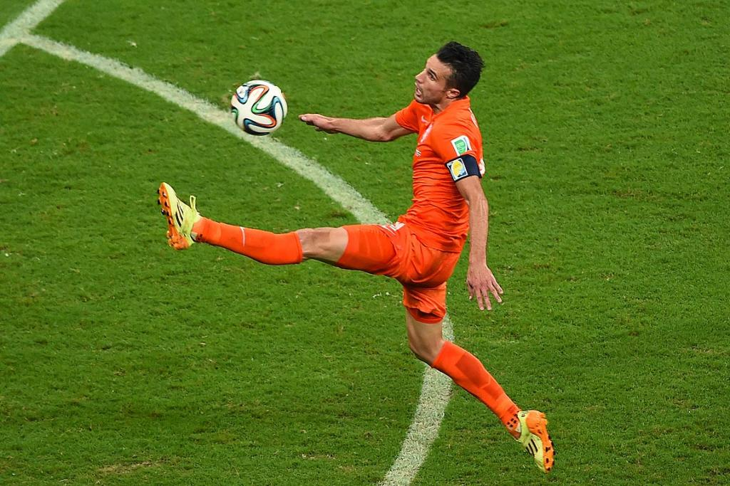 Robin van Persie of the Netherlands controls the ball during his sides quarterfinal against Costa Rica.