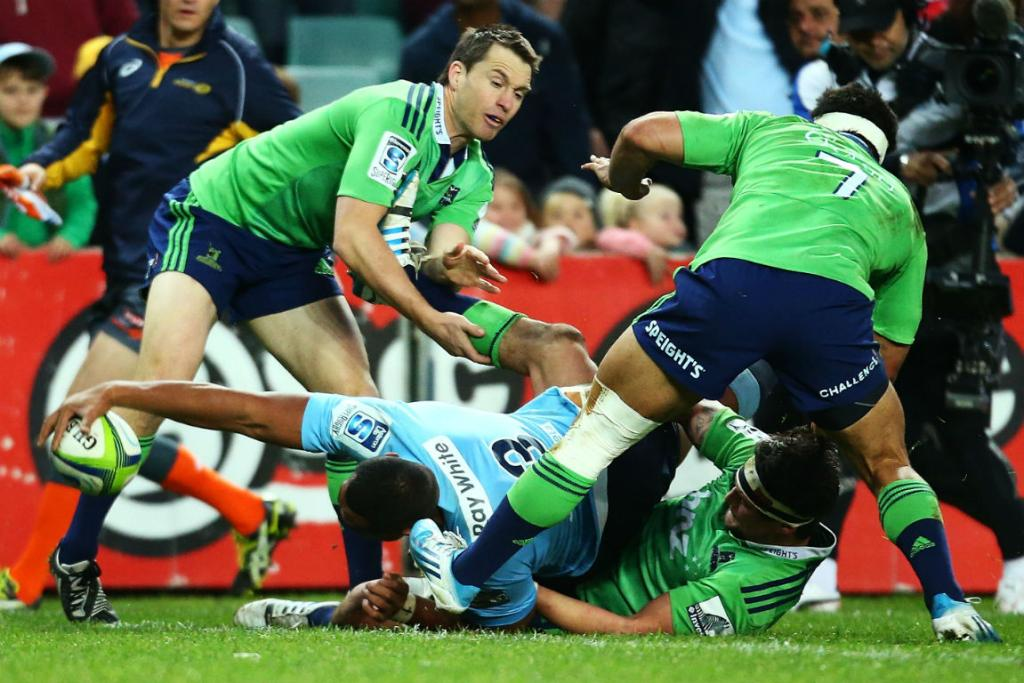 Waratahs prop Sekope Kepu scores a try in the round 18 match against the Highlanders at Sydney's Allianz Stadium.