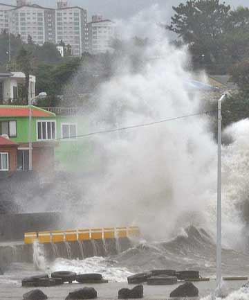 WET AND WINDY: Waves crash as Typhoon Neoguri approaches the village in Seogwipo on Jeju Island on Wednesday.
