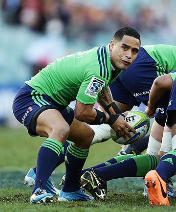 READY FOR IT: Highlanders halfback Aaron Smith plays against the Waratahs.