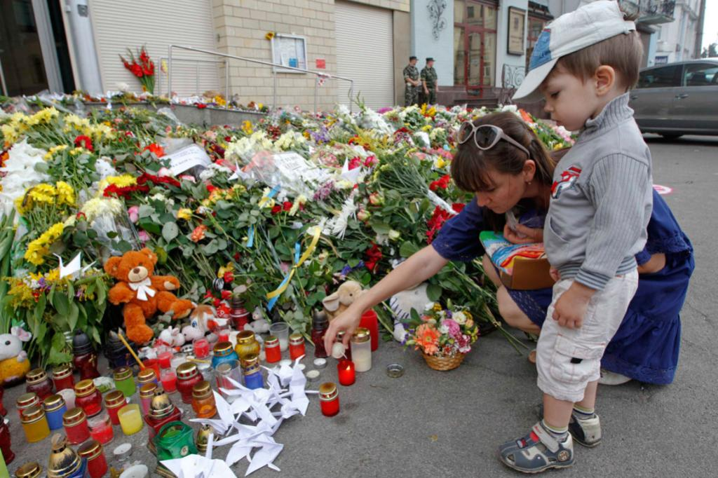 Kiev residents light a candle for victims of Malaysia Airlines Flight MH17, outside the Dutch embassy in Ukraine.