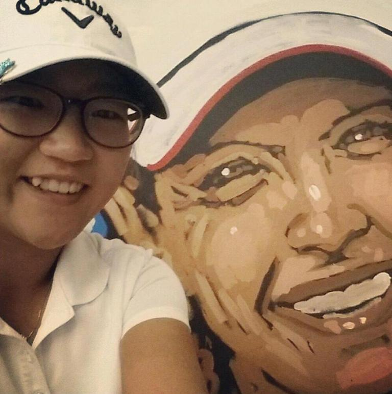 Lydia Ko with a painting of a world golf hall of fame member.