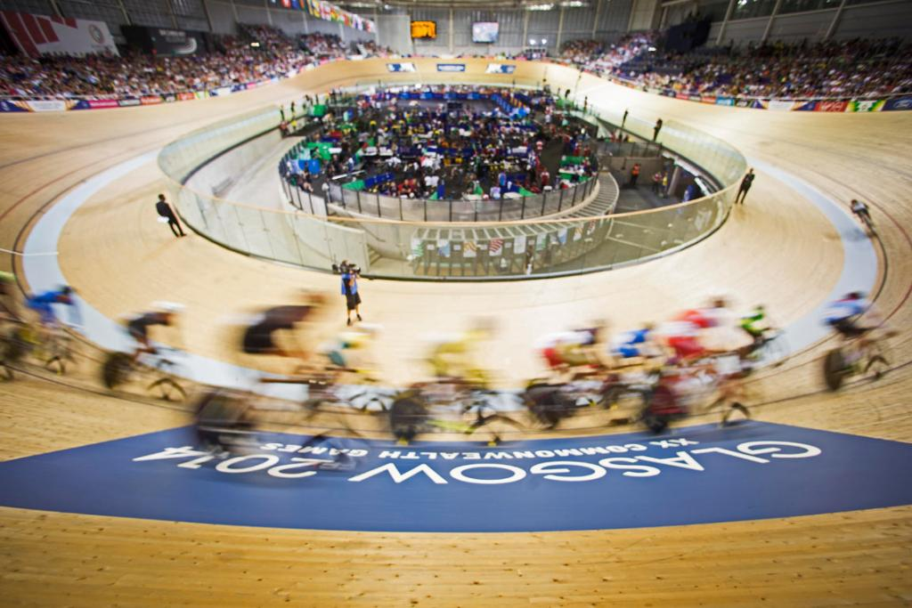 The field loops the velodrome during a men's 40km points race heat.