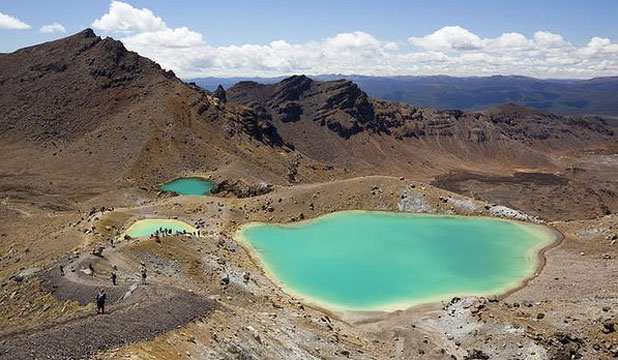 BEAUTIFUL BUT BRUTAL: Emerald Lakes on the Tongariro Alpine Crossing, Tongariro National Park, North Island, New Zealand.