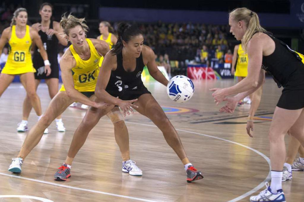 Silver Ferns goal shoot Maria Tutaia gets the feed from Laura Langman.