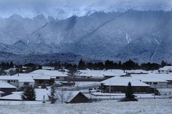 Te Anau has awoken to a layer of snow.