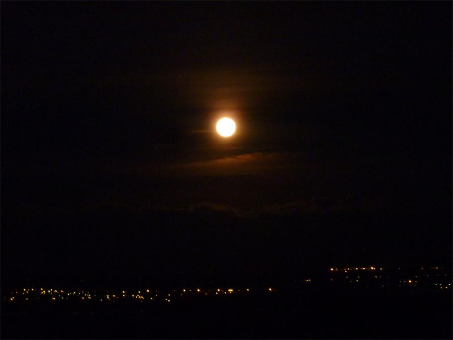 The August Supermoon setting over the Ruahine Ranges.