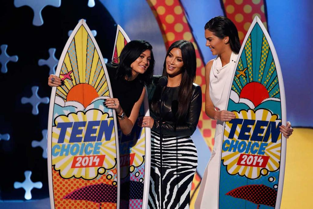 Kylie Jenner, Kim Kardashian and Kendall Jenner accept the choice reality show award for Keeping Up with the Kardashians during the Teen Choice Awards 2014.