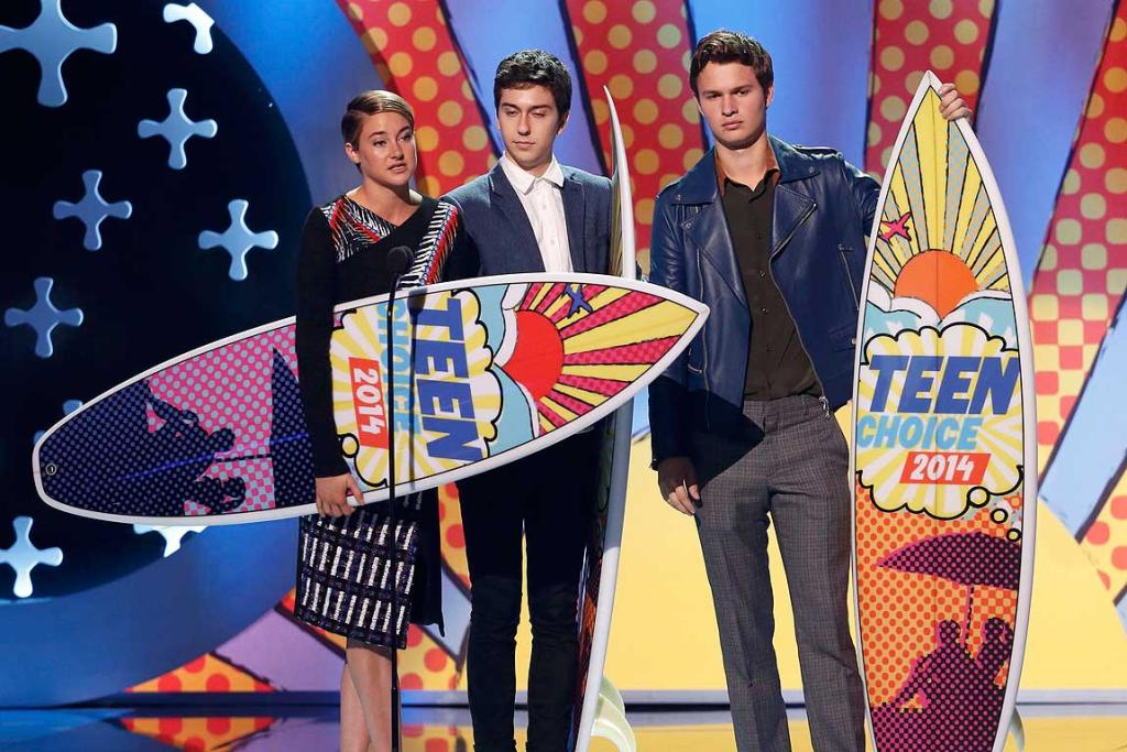 Shailene Woodley, Nat Wolff, and Ansel Elgort accept the award for choice movie: drama for The Fault In Our Stars during the Teen Choice Awards.