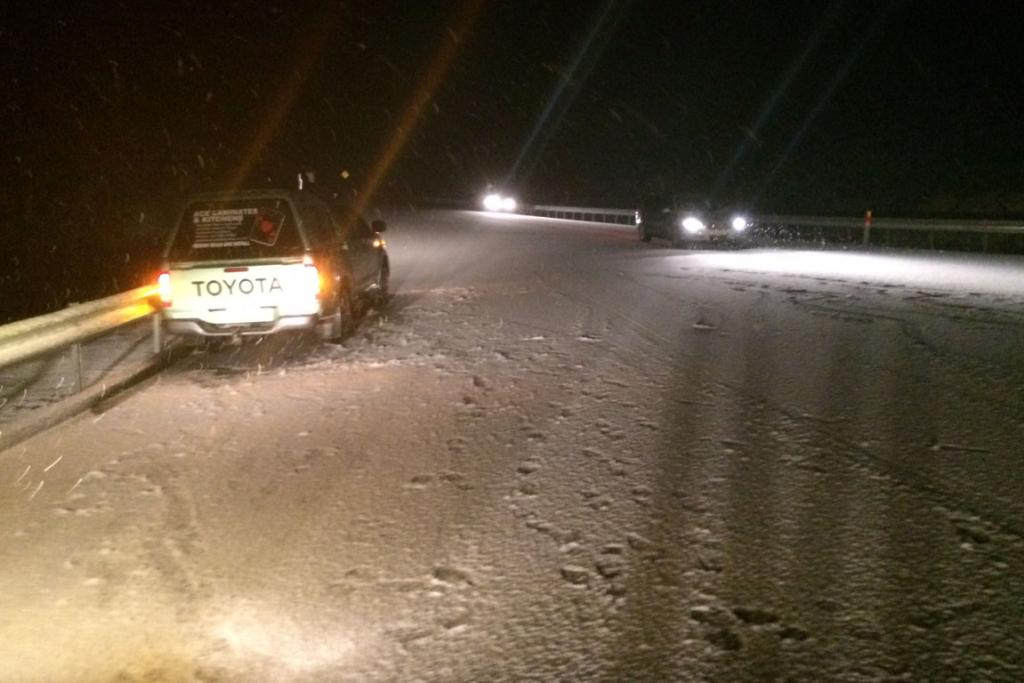Cars in snow on Rimutaka Hill Road