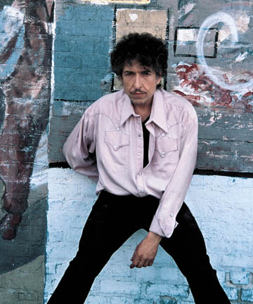 GREAT WITH GRASPING GROWL: Bob Dylan.