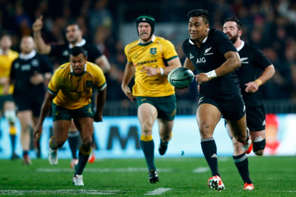Julian Savea in space, runs in for a first half try for the All Blacks.