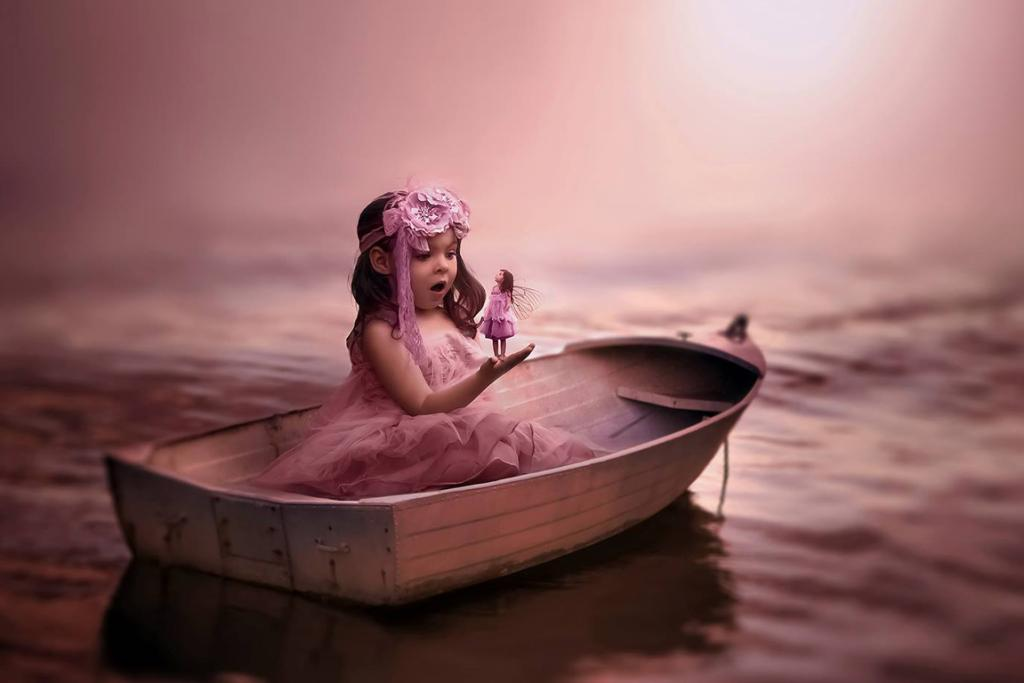 Has a fairy landed on Violet's boat?