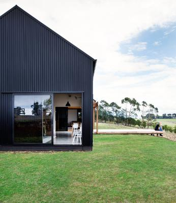 Modern barn wins top nz design award for Contemporary house designs nz
