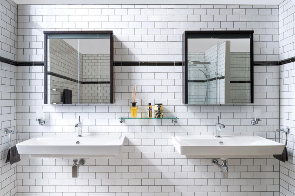 One Of The Settings On Display At Micou0027s Showroom Is This New York Style  Bathroom
