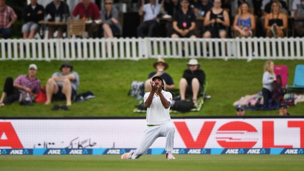 Toss key as NZ thrash Pak in first Test