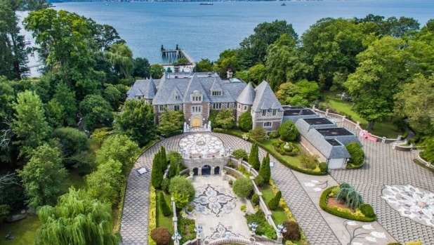 Live like gatsby in 100 million estate for Zillow long island city