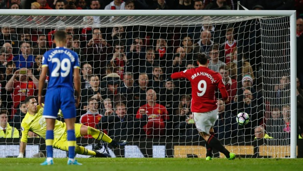 Leicester win again to pile more pressure on David Moyes