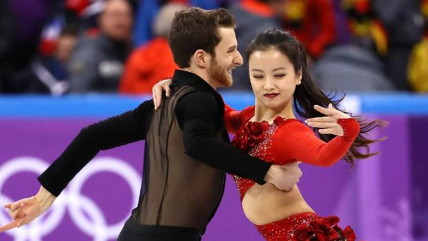 Olympic figure skater Yura Min overcomes wardrobe malfunction with calm and class