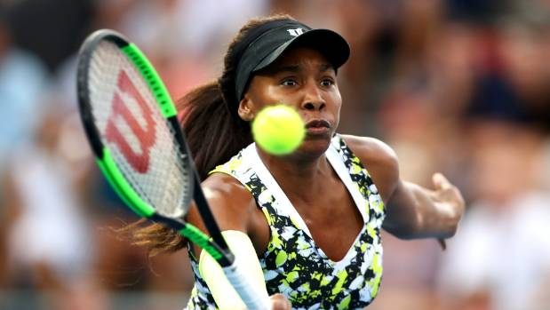 Venus Williams battles past Azarenka in Auckland opener